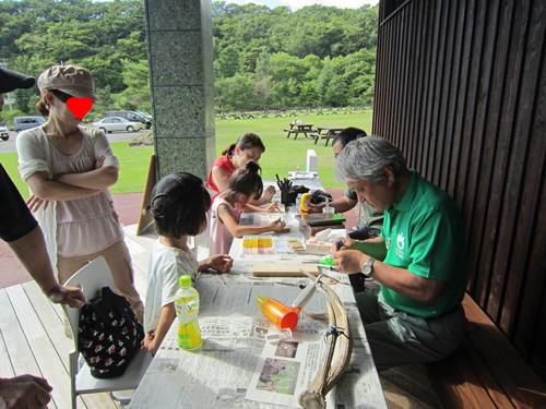 ビジター鹿角ペンダント作り.jpg