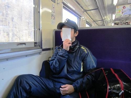 鉄道車内_息子.jpg