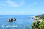 青い海と親子岩