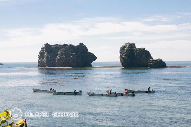 昆布漁と親子岩