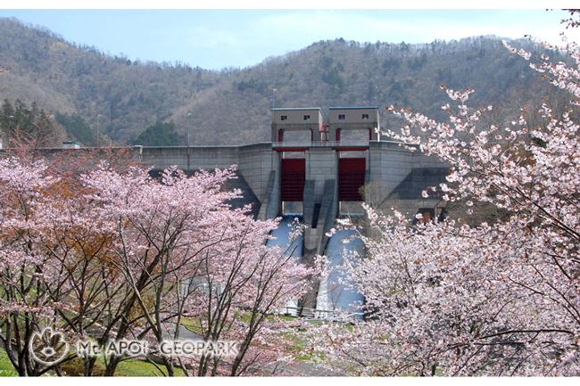 春色の様似ダム